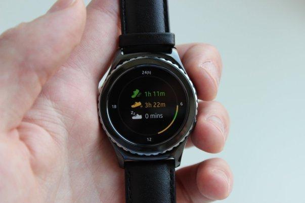اپلیکیشن تناسب اندام سامسونگ به نام S Health و همچنین Nike+ Running هم برای این ساعت در نظر گرفته شده است.