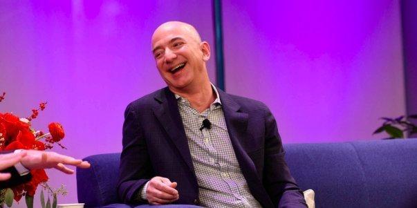 دسامبر 2011: اوبر به تدریج تبدیل به یک شرکت بین المللی می شد و برای شروع، کارش را در پاریس آغاز کرد. این شرکت همچنین دور تازه ای از فعالیت های خود برای جذب سرمایه را به سرپرستی شرکت Menlo Ventures، جف بزوس از آمازون و گروه Goldman Sachs آغاز کرد.