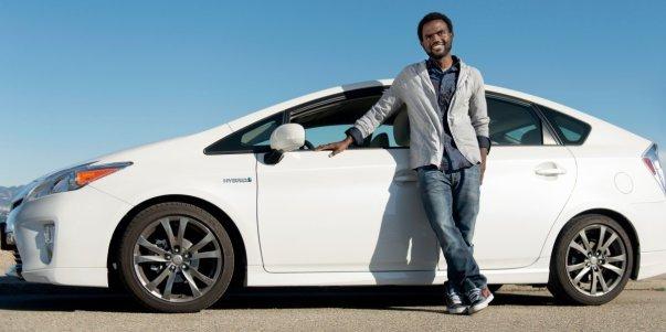 جولای 2012: اوبر از پروژه کم هزینه پنهانی خود به نام Uber X پرده برداشت. این پروژه نسبت به سرویس ماشین های سیاه (Black Car) آن 35 درصد ارزان تر بود و برای عملیاتی کردنش از خودروهایی نظیر Prius و Cadillac Escalade بهره گرفته شده بود. در این زمان کالانیک اعلام کرد که اوبر بالاخره تلفیقی از سبک زندگی و لجستیکرا در خود دارد.