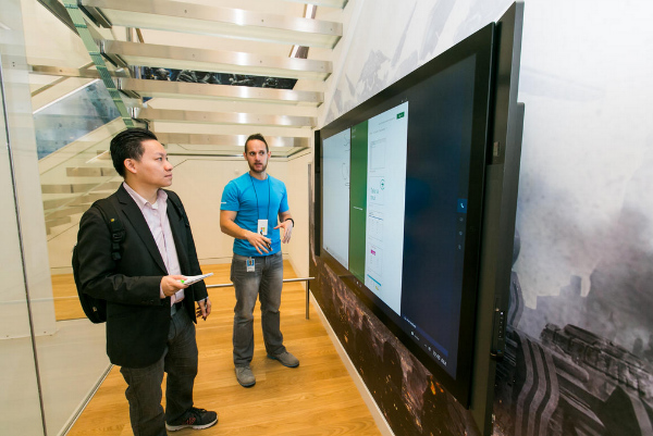 For-businesses-the-Surface-Hub-display-can-make-presentations-exciting-w600