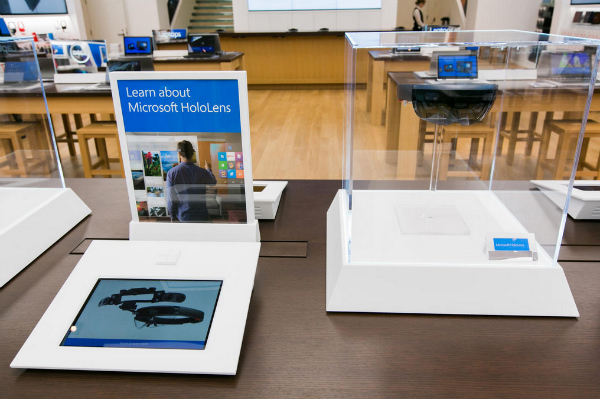 You-can-look-at-the-HoloLens-display-but-you-cant-touch-it-w600