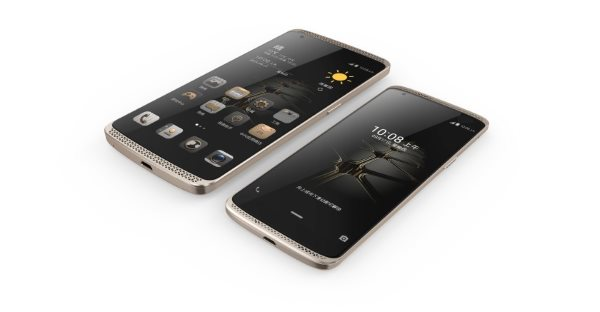 ZTE_AXON_and_the_newly_launched_AXON_mini-840x437