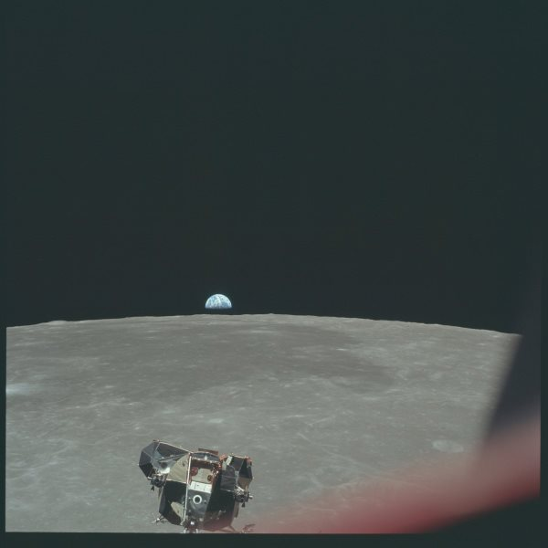 apollo-11-the-lunar-module-carrying-neil-armstrong-and-buzz-aldrin-descends-to-the-moon-as-earth-sets-on-the-lunar-horizon