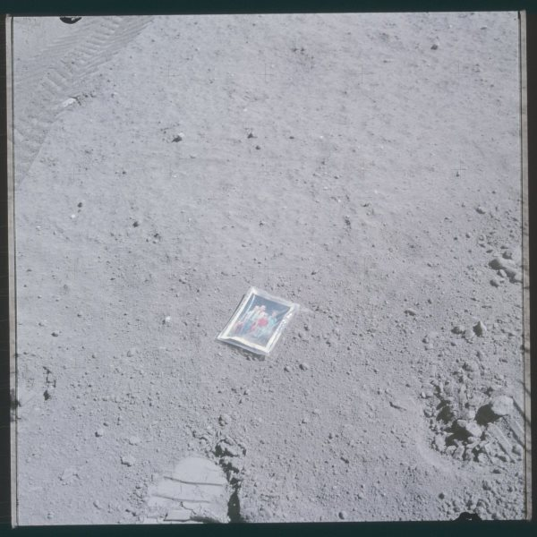 apollo-16-a-family-photo-on-the-moons-surface