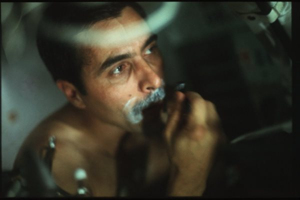 apollo-17-even-astronauts-need-a-shave-during-a-long-trip
