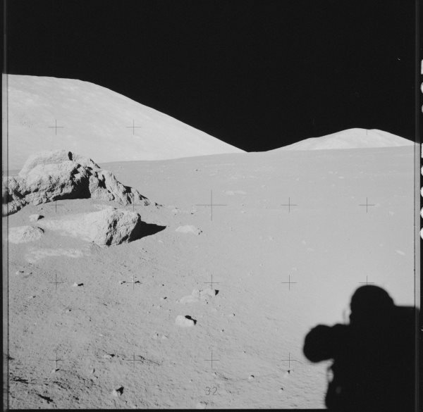 apollo-17-the-hills-on-the-moon-were-created-by-giant-meteor-impacts
