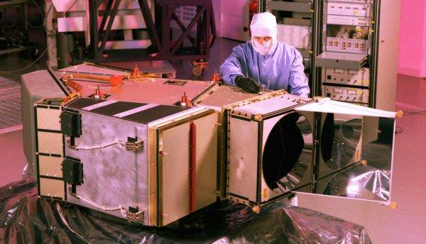 landsat-669843main-etmplus-engineer-lg-1