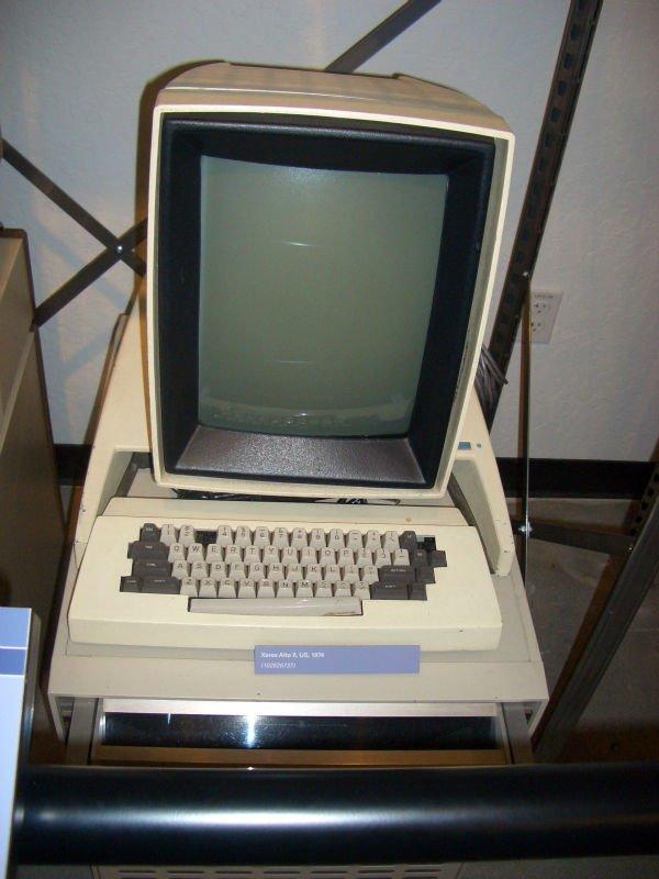 در سال 1970 میلادی، زیراکس شرکتی به نام Xerox PARC Lab را در پالو آلتو راه اندازی کرد که در واقع خالق بسیاری از جنبه های محاسبات مدرن از جمله اترنت، مفهوم رابط کاربری گرافیکی، پرینترهای لیزری یا گرافیک کامپیوتری است. PARC در ادامه Xerox Alto را راه اندازی کرد که طلایه دار عصر مدرن کامپیوترهای شخصی بود.
