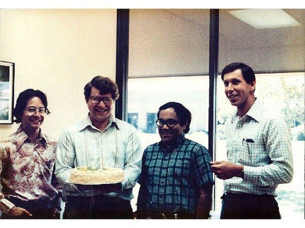 در این برهه همچنین با بالا رفتن تقاضا برای نرم افزار این کامپیوترهای جدید، دیگر غول های صنعت کامپیوتر دنیا متولد شدند. برای نمونه شرکت اوراکل که در زمینه ایجاد پایگاه های داده ای فعالیت می کرد توسط لری الیسون، باب مینر و اد اوتس در سال 1977 میلادی راه اندازی شد.