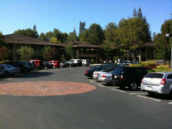 سند هیل رود (خیابانی در منلو پارک) کالیفرنیا همان جایی بود که بعدها شرکت Kleiner Perkins در آن راه اندازی شد و به مرکز سرمایه گذاری دنیا بدل گردید.