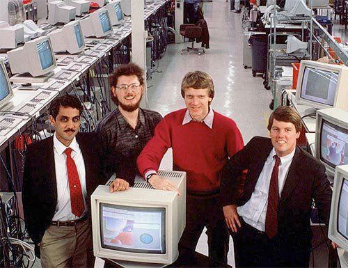در اواسط دهه 1980 میلادی، نام سیلیکون ولی به عنوان مرکز صنایع کامپیوتری دنیا به ثبت رسید. شرکت Sun Microsystems که در زمینه ساخت کامپیوتر و نرم افزارهای اولیه سیستم عامل فعالیت داشت توسط گروهی از دانش آموختگان استنفورد در سال 1982 میلادی آغاز به کار کرد.