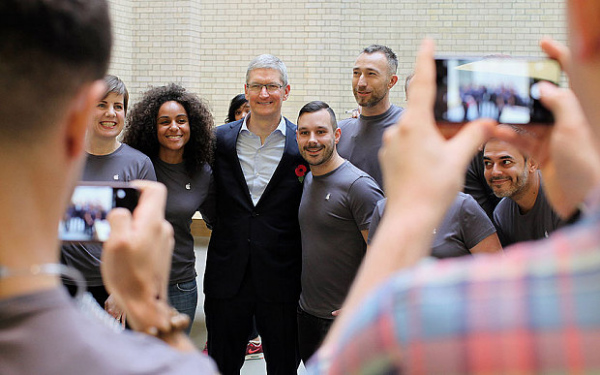 _Apple-CEO-Tim-Coo_3496121b-w600
