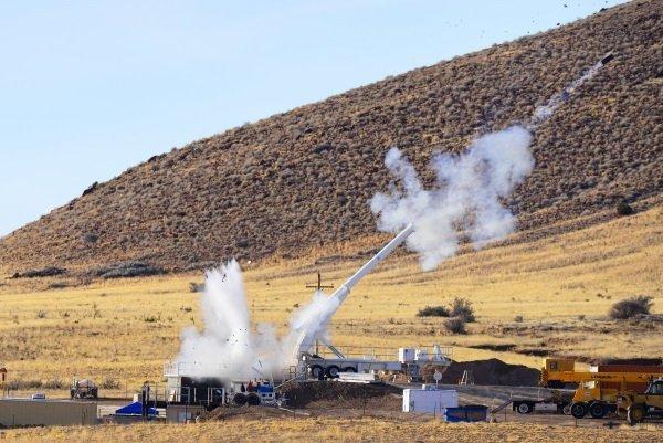 یک بمب جدید باید کار کند. در همین راستا در ژانویه سال 2015 میلادی، آزمایشگاه های ساندیادر نیومکزیکو، یکی از این بمب ها را از Davis Gun شلیک کرد تا کارایی آنها را مورد ارزیابی قرار دهد.