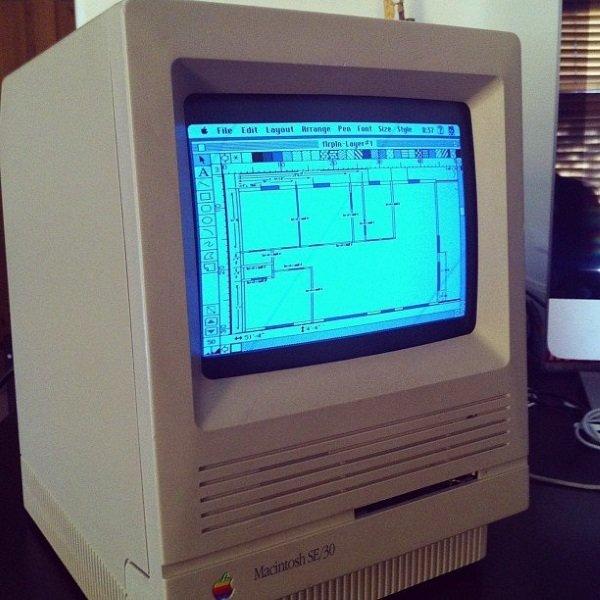 در سال 1984 میلادی، MacDraw به عنوان نخستین سیستم اپل روانه بازار شد.