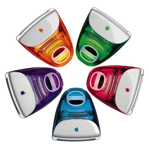 نسخه اولیه iMac G3 در سال 1993 میلادی و با رنگ آبی روشن عرضه گردید. زمانی که اپل این محصول را با عرضه نسخه Revision C به روز رسانی کرد، 4رنگ دیگر را هم به آن افزود که عبارت بودند از سبز، بنفش، قرمز و نارنجی.
