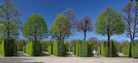 مقام چهاردهم: نمایی از بخش داخلی باغشون برون در اتریش؛ ثبت شده توسطHerzi Pinki