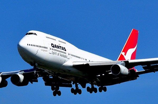 Boeing_747-438_-_Qantas_(VH-OJR)
