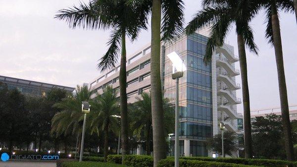 تحقیق و توسعه مهمترین فعالیتی است که در دفتر مرکزی هوآوی صورت می پذیرد. این شرکت مجموعا در سطح جهان ۱۷۰ هزار کارمند دارد که ۷۶ هزار نفر آنان، در بخش R&D مشغول به فعالیت هستند.