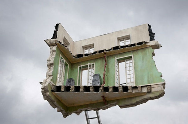 Leandro-Erlich-Floating-Room-1-w600