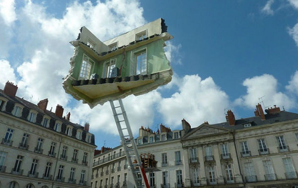 Leandro-Erlich-Floating-Room-2-w600