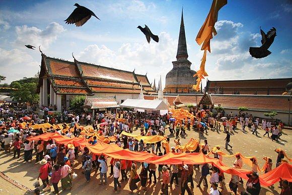 مقام نهم: حرکت دسته جمعی بودایی ها، تایلند؛ ثبت شده توسطKOSIN SUKHUM