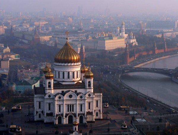 نمایی دیگر از همین کلیسا را می بینید که جزئیات بیشتری از خصوصیات معماری آن را به تصویر می کشد.