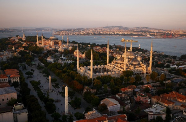 پهپاد چپل همچنین برفراز مسجد آبی در استانبول ترکیه به پرواز درآمد.