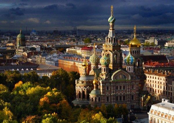 کلیسای Split Blood واقع در سنت پترزبورگ نیز از دیگر سوژه های او برای عکاسی در روسیه بود.