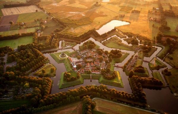 نمایی از قلعه ستاره ای در Bourtange هلند.