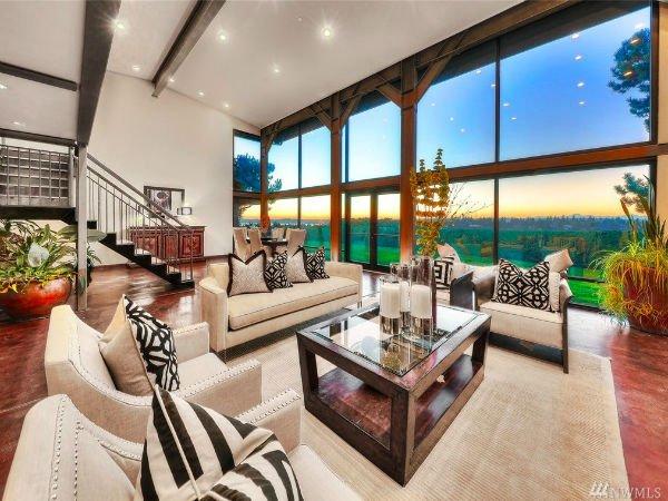 قیمتی که برای فروش این خانه اعلام شده، به طور دقیق 3.488 میلیون دلار است.