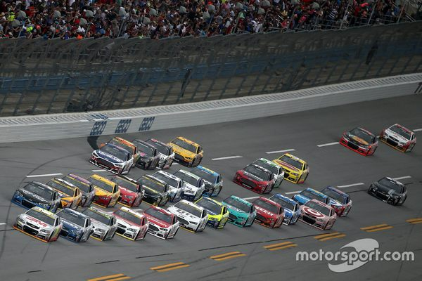 TALLADEGA, AL - OCTOBER 25: Jeff Gordon, driver of the #24 3M Chevrolet, and Kasey Kahne, driver of the #5 Time Warner Cable Chevrolet, lead the field during the NASCAR Sprint Cup Series CampingWorld.com 500 at Talladega Superspeedway on October 25, 2015 in Talladega, Alabama. (Photo by Patrick Smith/Getty Images)