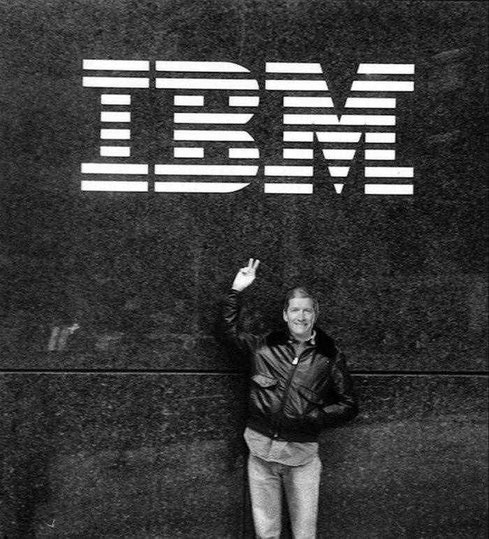 در سال ۱۹۸۲، پس از دریافت مدرک اش از دانشگاه آوبرن، به شرکت IBM و قسمت کامپیوترهای شخصی پیوست که به تازگی تاسیس شده بود. در آن زمان هنوز کسی نام مایکروسافت را هم آنطور نشنیده بود. کار در IBM به جایی کشید که به سمت مسئول تدارکات آمریکای شمالی در شرکت یاد شده رسید.