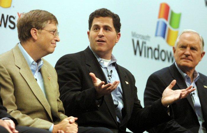 آوردن یک فرد موفق ازCompaq برای خود جابز هم تصمیم آسانی نبود. در سال ۱۹۹۷ ارزش هر سهم از سهام اپل باعث شده بود تا هر کسی این شرکت را به سخره بگیرد. «مایکل دل»، یکی از نزدیک ترین شرکای تجاری به مایکروسافت در همان زمان گفته بود اگر من جای جابز بودم، درش را تخته می کردم و هر چه باقی مانده را بین سهام داران تقسیم می کردم.