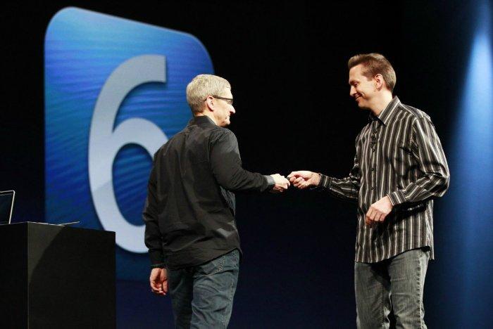 تحت نظر تیم کوک اما اتفاقاتی هم رخ دادند که اگر جابز بود، اتفاق نمی افتادند. یکی از بارز ترین مثال های این موضوع،اسکات فورستال، معاون ارشد توسعه نرم افزاری اپل بود که در سال ۲۰۱۲ و پس از انتشار iOS 6 و رسیدن محصولی کاملا نابالغ به نام «اپل مپس» به دست کاربران، از سمت خود استعفا داد و از اپل رفت.