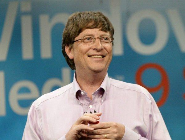 در سال 1992 میلادی، نادلا به مایکروسافت پیوست. در آن زمان بیل گیتس مدیرعامل مایکروسافت بود و ویندوز در ابتدای مسیرش برای تسخیر عالم بود.