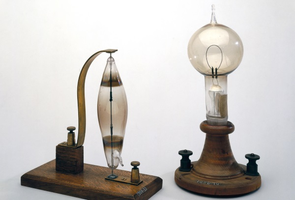 UNITED KINGDOM - AUGUST 22:The lamp on the left is an early carbon and rod filament incandescent electric lamp made by the English chemist, Joseph Swan (1827-1914) in 1878-1879. The lamp on the right, made by the American physicist, Thomas Alva Edison (1847-1931), has a single loop of carbon which glowed when a current flowed through it. The glass bulb (made by the glass blower, Boehm) was evacuated so that there was so little oxygen in the bulb that the filament could get white hot without burning. Edison?s lamp was made in 1879, one year after Joseph Swan's pioneering electric light bulb, but both were obsolete by the time Swan and Edison joined forces in Britain in 1883 to form the Edison and Swan United Electric Light Company.(Photo by SSPL/Getty Images)