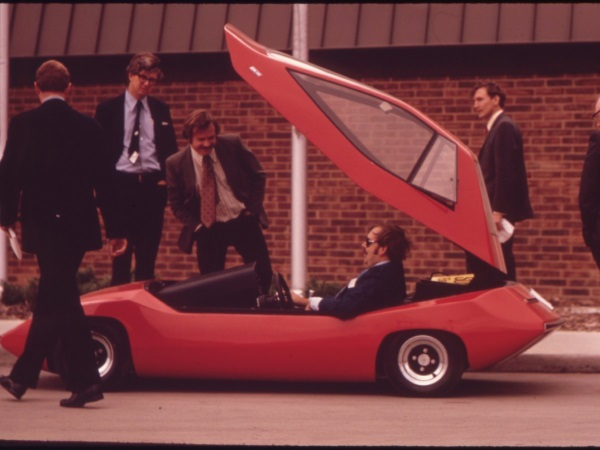 it-wasnt-until-the-1960s-and-1970s-when-interest-in-electric-cars-began-to-grow-again