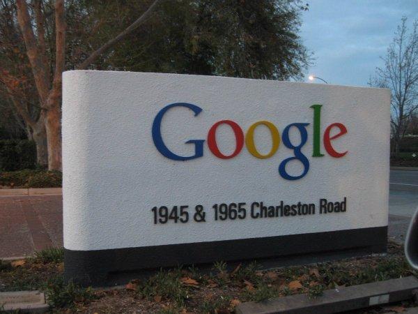 او کار کردن در گوگل را دوست داشت و در دو سال اول کارش هفته ای 100 ساعت کار می کرد. در جریان نخستین سال های فعالیتش در گوگل، همزمان در استنفورد نیز تدریس می کرد.