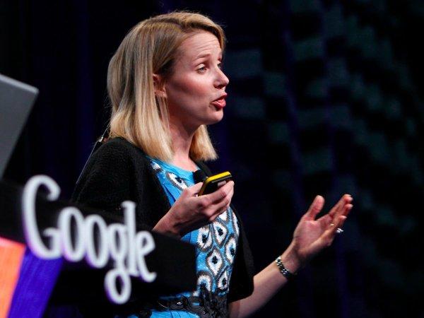او پله های موفقیت را یکی پس از دیگری پیمود و کارش را در ابتدا به عنوان عضو نیمه وقت در تیم رابط کاربری گوگل آغاز کرد اما طولی نکشید که به سمت مدیریت محصول این شرکت منصوب گردید. او تا سال 2003 همچنان در بخش محصولات مصرفی گوگل از جمله واحد سرچ آن کار می کرد.