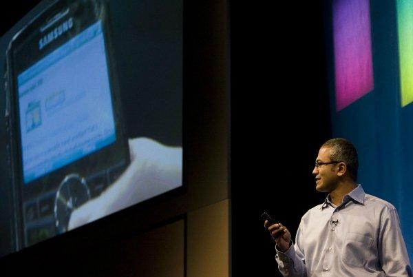 ستاره بخت و اقبال نادلا همچنان در آسمان اوج می گرفت: در سال 2007 میلادی، وی سمت معاونت ارشد سرویس های آنلاین مایکروسافت را در اختیار گرفت و این یعنی، مسئولیت موتور جستجوی بینگ و همچنین نسخه های اولیه آنلاین از آفیس مایکروسافت و سرویس گیمینگ Xbox Live به او محول شد.