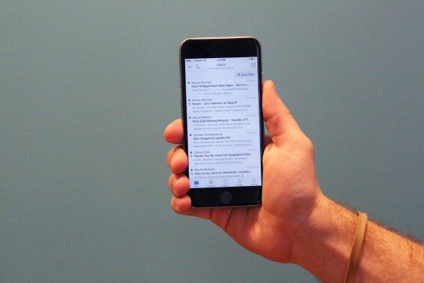 ارائه اپلیکیشن های تراز اول برای آیفون و اندروید نظیر اوت لوک مایکروسافت.