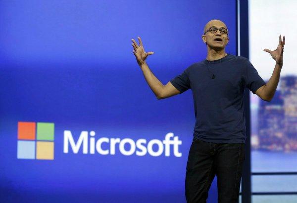 وقتی نادلا مدیریت بخش سرورها و ابزارهای مایکروسافت را بر عهده گرفت، درآمد آن برابر با 16.6 میلیارد دلار بود که تا سال 2013 به رقم 20.3 میلیارد دلار رسید.
