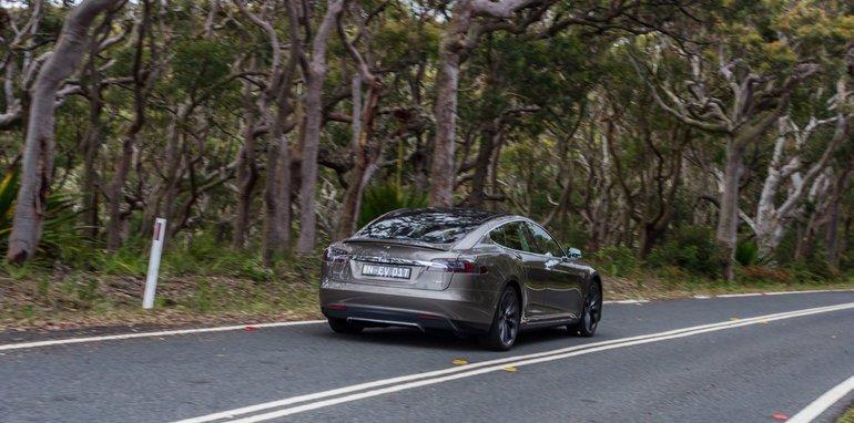 2015-Tesla-Model-S-P85D-v-2015-Audi-RS7-118