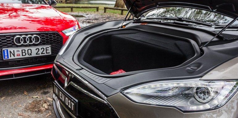 2015-Tesla-Model-S-P85D-v-2015-Audi-RS7-14