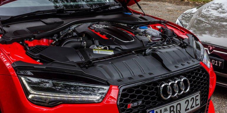 2015-Tesla-Model-S-P85D-v-2015-Audi-RS7-4