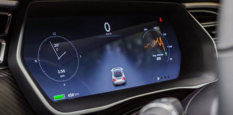 2015-Tesla-Model-S-P85D-v-2015-Audi-RS7-72