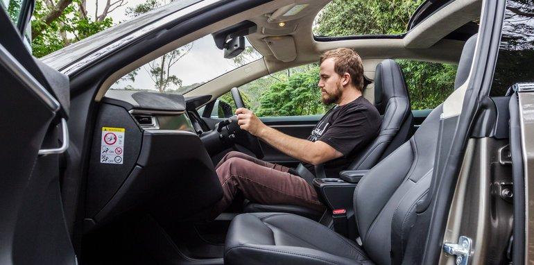 2015-Tesla-Model-S-P85D-v-2015-Audi-RS7-84