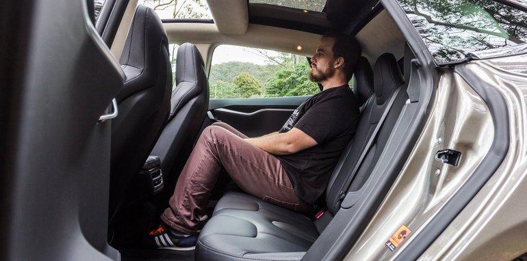 2015-Tesla-Model-S-P85D-v-2015-Audi-RS7-86