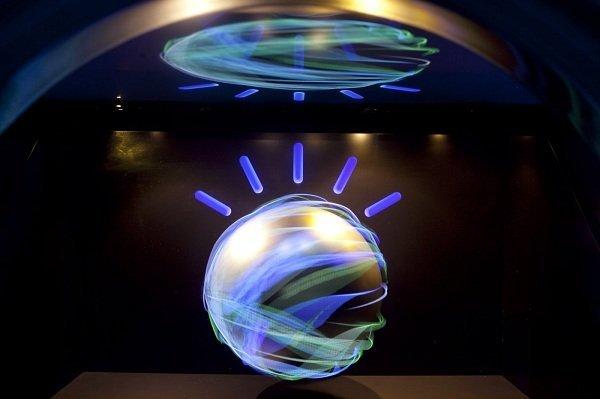 ابررایانه شرکت IBM حالا می تواند احساس شما را در گفتار و نوشتار تشخیص دهد