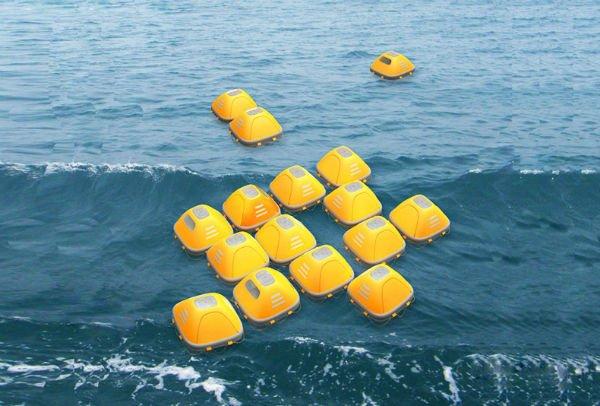 خانه Duckweed Survival: همان طور که در تصویر می توانید ببینید، خانه های Duckweed Survival پناهگاه های شناور بر روی آب هستند که برای نجات افراد از درون آب طراحی و ساخته شده اند. برخلاف قایق های نجات، این شناورهای زرد رنگ مسقف هستند تا آدم ها را در برابر آسیب های احتمالی محافظت نمایند. بعلاوه هر کدام راداری نیز دارند که کمک می کند تا در موج های بزرگ نیز برگردان نشده و روی آب شناور بمانند. طراحان این قایق ها Zhou Ying و Niu Yuntao هستند و این وسایل را به گونه ای ساخته اند که بتوانند برای مدت زمان طولانی امنیت سرنشین ها را تامین نمایند. این قایق ها به سیستم تصفیه آب مجهز هستند و سقفشان نیز باز می شود تا هوا و نور به داخل قایق وارد شود.